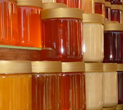 honey jars Beekeeper Supplies 3 Important Ones for Your Hive